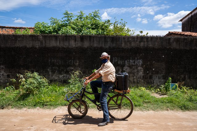 """José Alberto Alves, beter bekend als """"seu Dedé"""", is een gemeenschapsleider in Fortaleza. Met een fiets en een luidspreker werkte hij met ons samen."""